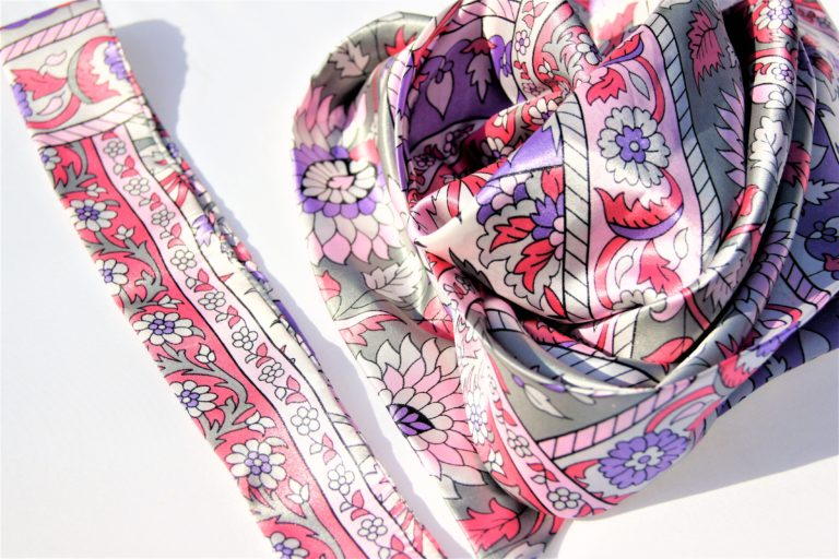 Satin flowered print scarf and twill set